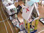 病院には、受付や待合室、診察室に手術室を作ったよ。自動販売機もあるんだ。