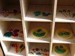 油粘土に紙粘土-それぞれの感触を楽しみながら、色々なごちそうを作りました。