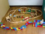電車と動物園 いろいろな道具をくみあわせてあそんだよ。