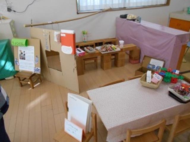 毛糸と色紙を使ってのラーメン作りから、ラーメン屋さんができました。お客さんがくると注文をとってくれて、ラーメンを電車で運んでくれる子もいます