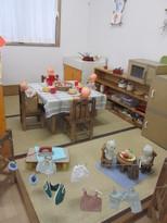 子どもたちの大好きなままごとコーナー。お料理を作ったり、洗濯物をほしています。