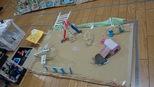 幼稚園の前にある上水公園。「こうなってるよ」とよく再現して作っていました。いろいろな人が遊んだり、ピクニックに来ています!